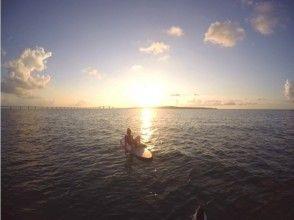 【沖縄・宮古島】夕日の下でのんびり寛いで癒されるサンセットSUP体験(1-1.5時間)の画像