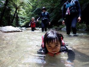 [New Coronavirus Infectious Disease Control Store / Limited to 1 group] [Yanbaru] Jurassic World World, Yanbaru no Mori, River Trekking ★ With photos and videos