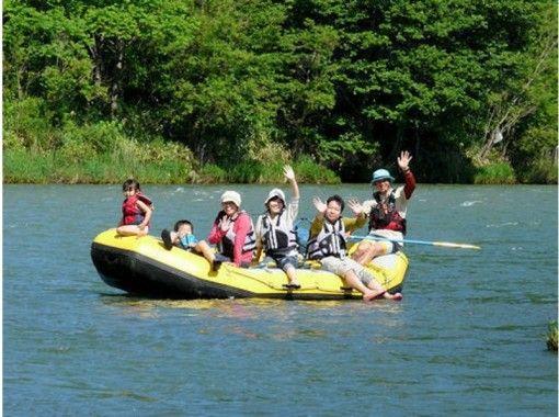 【北海道・富良野】ラフティングでのんびり川下り(貸切ショートツアー)