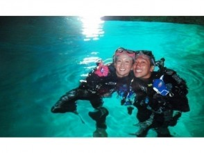 【ツアーの質に拘るお客様必見】1組完全貸切・沖縄初のプロ仕様カメラ撮影!青の洞窟&熱帯魚のダイビング