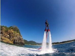【Okinawa · Northern Area / Nago / Headquarters / Sesokushima】 Popular! Flyboard experience & exciting image of banana snorkel