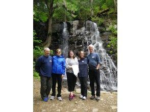 [Yamanashi/ Kawaguchiko] Kawaguchi Asama Shrine-Mother's Shirataki Nature Guide Walk-Relax with Negative Ions