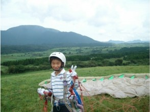 [Shizuoka / Fujinomiya] ★ Regional common coupon dealer ★ Let's dance higher in the sky! Paragliding half-day experience + tandem flight