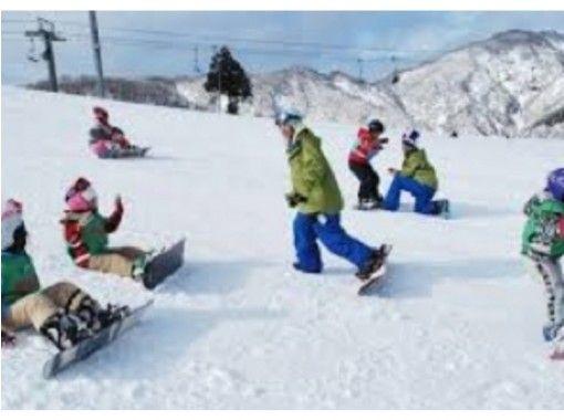 【福岡・京都郡】雪の上を滑る爽快感を楽しもう!スノーボードスクール