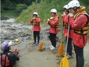 【熊本 球磨川】自然豊かな名所で楽しむ ラフティング半日コース【天然温泉入浴付】の画像
