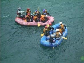 [熊本球磨川] [有天然溫泉浴場]漂流家庭和高級課程,在豐富的自然景觀享受