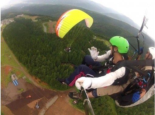 【福井・勝山】プロと大空を自由に飛べる!パラグライダー体験(タンデムフライトコース)の紹介画像