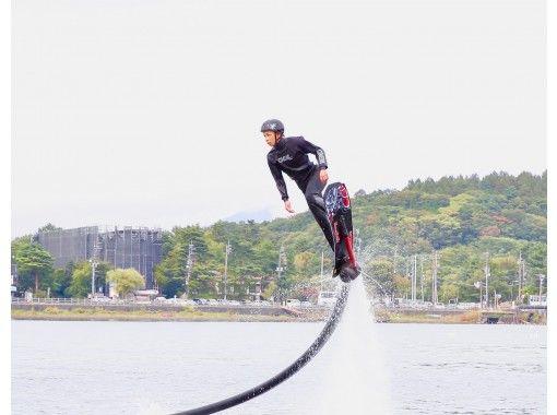 【山梨・山中湖】水圧で空を飛ぶホバーボード!+SUP無料レンタル♪
