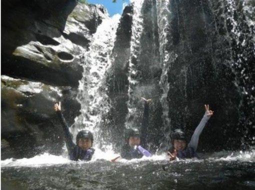 【沖縄・西表島】マイナスイオンでリフレッシュ!ゲータの滝トレッキングツアー!!★半日プラン★