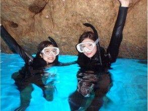 [沖繩/藍色洞穴舉行/約2.5小時]幸福在船航行!藍色洞穴潛水