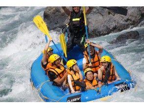 【岐阜・郡上】長良川の大自然を満喫ラフティング体験・施設充実(半日ツアー)