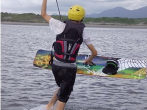 [Kyushu, Kagoshima] beginner Introduction! Step up kite board experience image of (120 minutes)