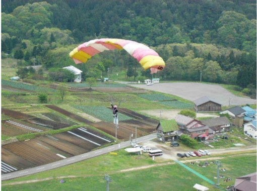 "[Hyogo/ Kannabe Kogen] united with the sky! Refreshing aerial walk ""Paragliding 1 day experience course"" beginners and children welcome!の紹介画像"