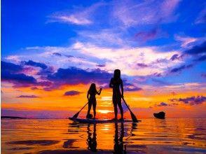 【沖縄・恩納村】サンセットSUP|夕日を浴びて海岸線をクルージング!1日の終わりに感動体験を!(写真・動画撮影サービス付)