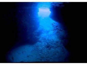 【沖縄・恩納村】大人気!青の洞窟へボートで楽々♪体験ダイビング