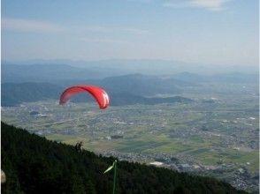 【岐阜・池田山】空を飛ぶ感動を手軽に!高度差750mを飛ぶパラグライダータンデムフライト2人乗り体験の画像