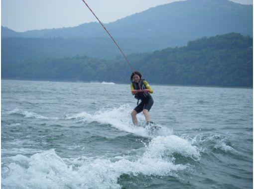 【山梨・山中湖】富士山をバックにウェイクボード体験1セット(15分)