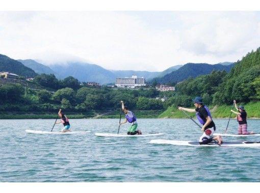 【群馬・みなかみ】レイクSUP1日ツアー:赤谷湖トリップ