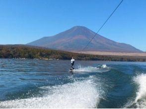 【山梨・山中湖】富士山をバックにウェイクボード体験2セット(40分)の画像