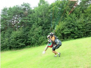 """[Nagano/ Aoki Village] A beginner welcomes the challenge of """" Paragliding experience"""" alone! 12 years old ~ Participation OK (half-day course)"""