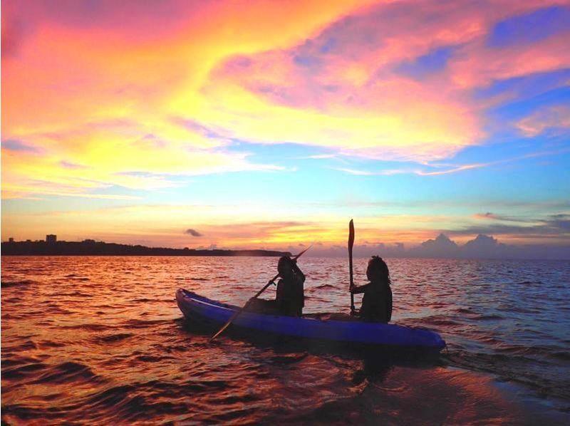[Okinawa Kunigami-gun] overlooking the beautiful sunset! Sunset sea kayak cruise of the introduction image