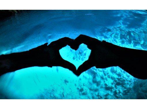 【沖縄青の洞窟貸切体験ダイビング】GoPro無料写真動画すぐスマホ転送♪無料タオルサンダル♪餌あげ体験♪当日予約の紹介画像