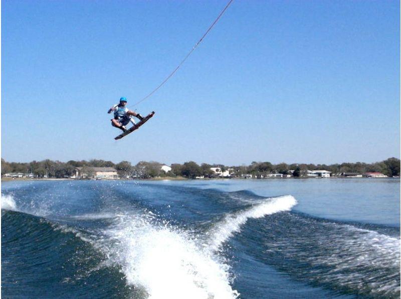 【福岡・博多湾】雁の巣ビーチでウェイクボード体験(初心者~上級者レベル・目的別レッスン)の紹介画像