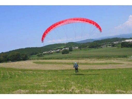 【鹿児島・霧島】パラグライダーで絶景を楽しもう「タンデムフライトコース」ベテランパイロットと安心飛行