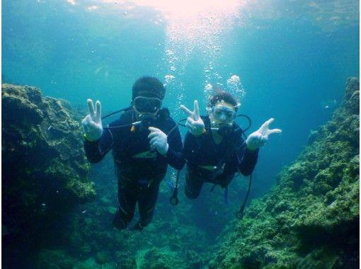 【沖縄・恩納村青の洞窟ボート】約50分幻想的な空間!『貸切!青の洞窟体験ダイビング』写真データサービス