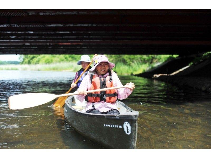 【北海道・美々川】緑が生い茂る千歳・美々川カヌーツーリング(自然ふれあいハーフコース)の紹介画像