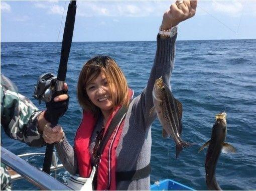 【千葉・勝浦】ブリや鯛など大物を釣り上げよう!クルーザーで行く船釣り体験!初心者歓迎!(貸切も可)