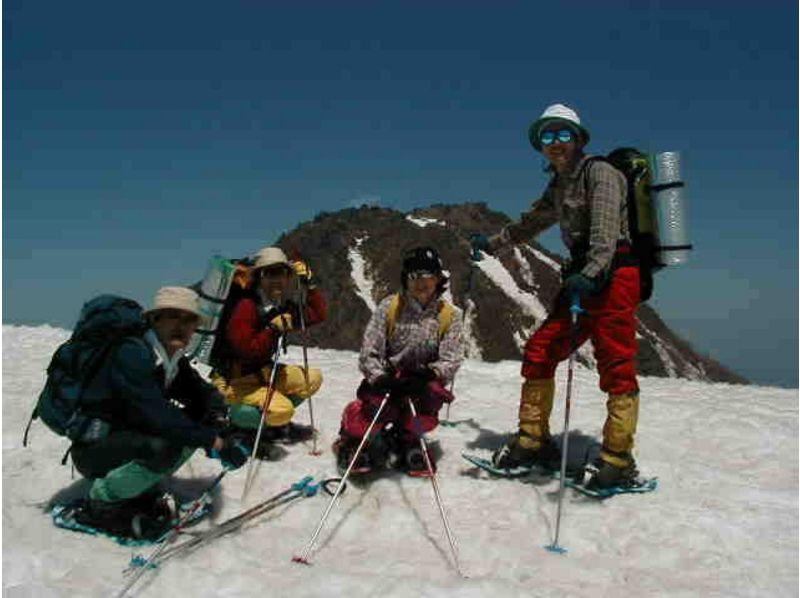 【新潟・妙高高原】妙高山麓前山山頂までのトレッキング。スノーシューで行く日帰り体験ツアーの紹介画像