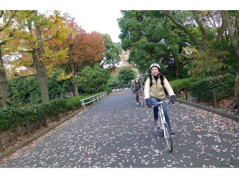 【東京・虎ノ門ヒルズ】人気ベーカリーと皇居一周サイクリングピクニック!3.5時間コースの紹介画像