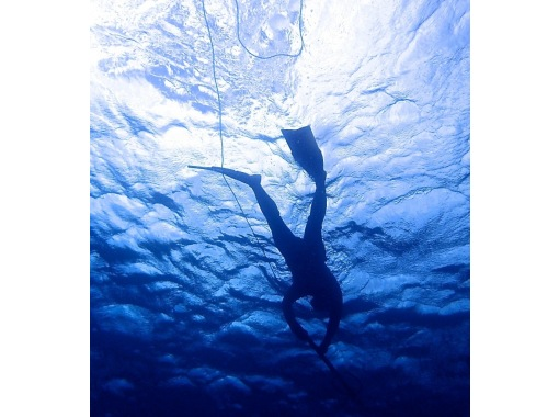 [Tsukuse玩沖繩! ]即時交付!指南允許的!你可以選擇許多活動,如風帆衝浪!の紹介画像