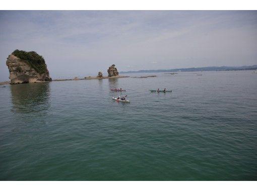 【静岡・熱海】伊豆の山々を眺めながら透きとおる海を満喫!シーカヤック体験(半日コース)の紹介画像