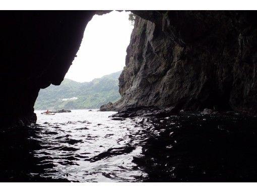 【静岡・熱海】海を満喫したい方におすすめ!シーカヤック洞窟探検(1日コース)