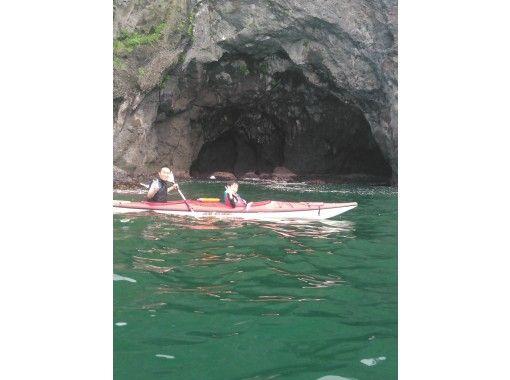 【静岡・熱海】海を満喫したい方におすすめ!シーカヤック洞窟探検(1日コース)の紹介画像