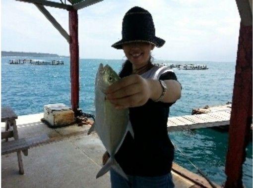 【沖縄・本部】初心者、ファミリー、釣キチ大歓迎!イカダ海釣り日中コース!手ぶら釣りパックもあります!