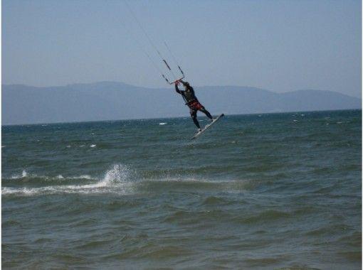 【滋賀県 琵琶湖】初心者でも大丈夫!カイトボード 1日体験コース
