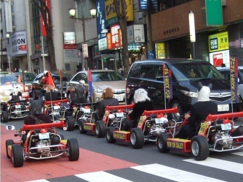 Public road cart cosplay