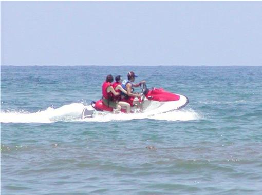 【島根・浜田】スノーボードの海上版!ウェイクボード体験(20分)の紹介画像