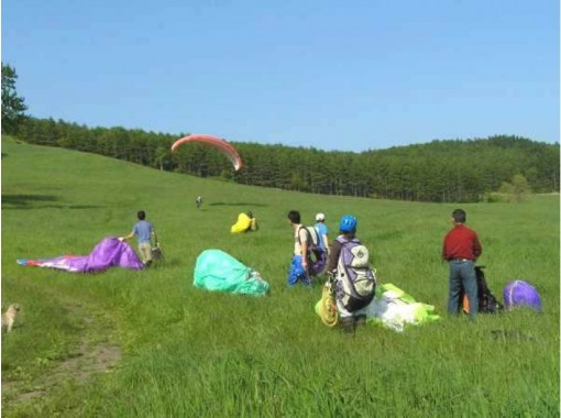 【北海道・十勝】初心者向け!インストラクターが完全サポート!パラグライダー体験レッスン