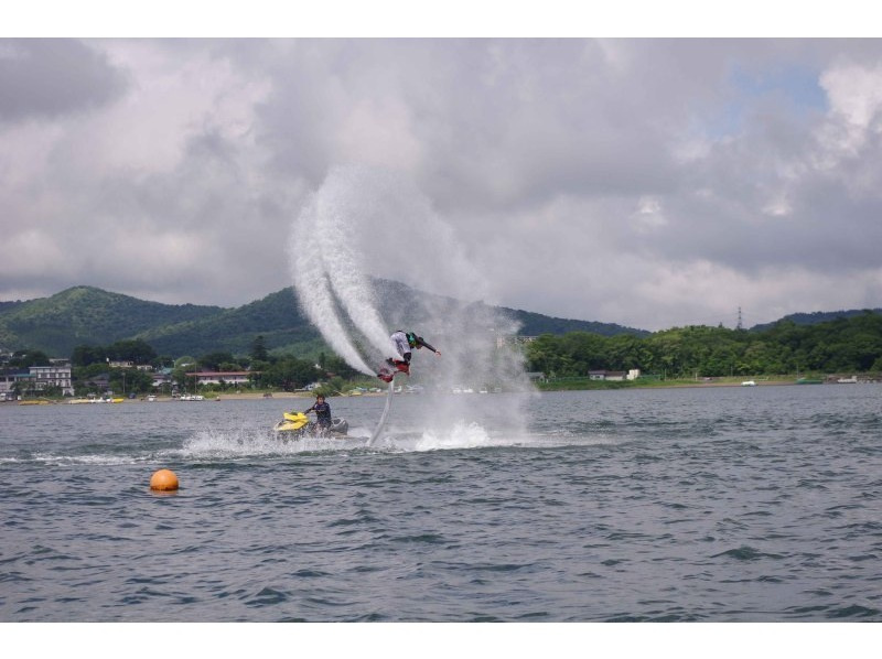 [Yamanaka] fly in the sky in the water pressure! Fly board experience course (1 set 20 minutes) [afternoon] Introduction image
