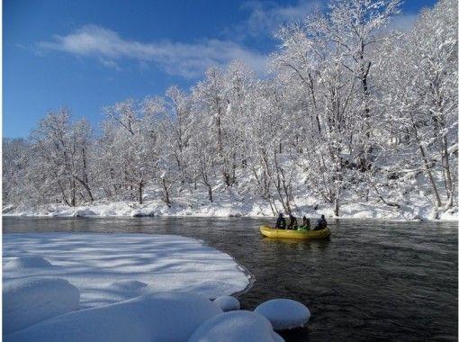 【北海道・ニセコ】ボートに乗って雪の景色を満喫しよう!雪景色ニセコ清流下り!