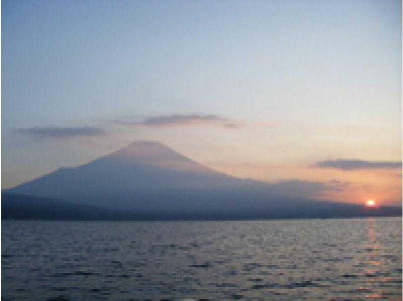 [Yamanashi Yamanakako] while watching Mount Fuji! Stand up paddle boat experience (60 minutes) [afternoon] Introduction image