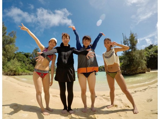 HIS Super Summer Sale in progress [Okinawa / Miyakojima] No.1 in popularity! SUP + Sea Turtle Snorkeling Photo Tour (Half Day Course)の紹介画像