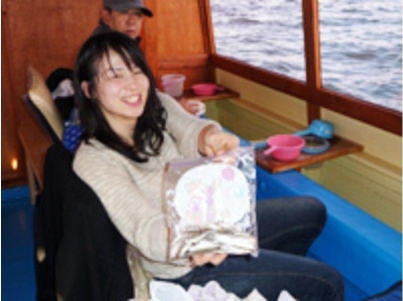 【山梨・山中湖】真冬でも暖かい!ドーム船わかさぎ釣り【初心者女性も安心・1日】の紹介画像