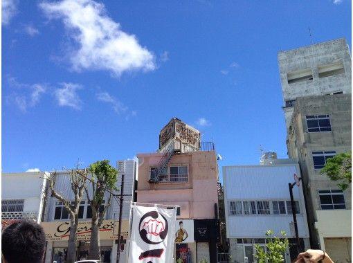 【沖縄・コザ】異国文化溢れる昼のコザをガイドの案内で散策! 昼の観光ツアー!