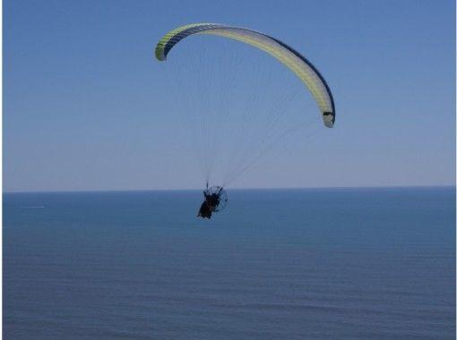 【北海道・十勝】初心者も安心!北太平洋を空から望む!パラグライダー体験(タンデムフライト)の紹介画像