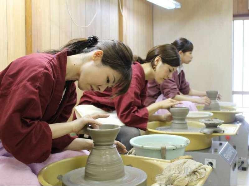 [Kyoto Higashiyama, Ceramics] electric potter's wheel experience while feeling the Kyoto atmosphere! Introduction to image